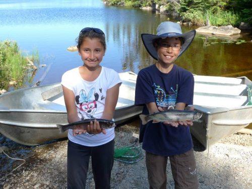 Essipit - Enfants à la pêche - Lacs à Jimmy