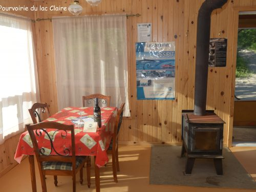Essipit - Salle à manger d'un chalet de la pourvoirie du Club Claire